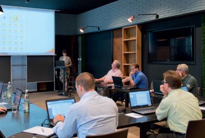 Damit Sie die volle Leistungsfähigkeit von OneStop Pro von Anfang an ausnutzen können, schulen wir Sie gezielt in Ihrem digitalen Flottenmangement.
